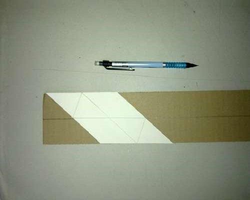 Картон, бумажная выкройка и ручка