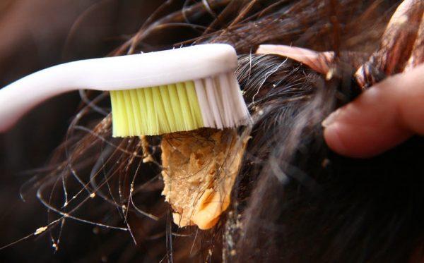 Удаление остатков жвачки зубной щёткой