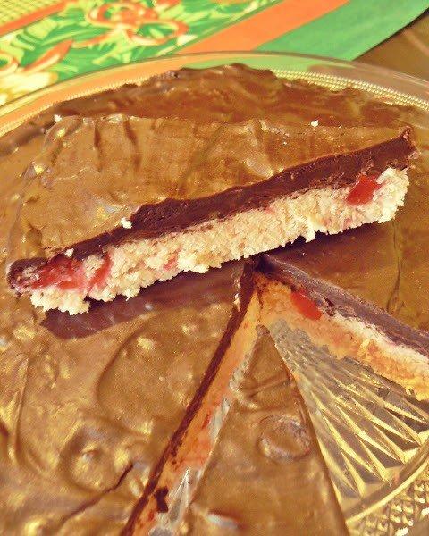 Кокосовый туррон с шоколадом и вишнями