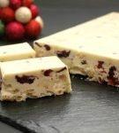 Туррон из белого шоколада с ягодами