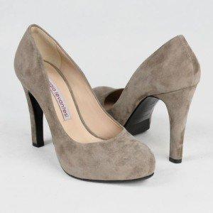 Как растянуть замшевую обувь