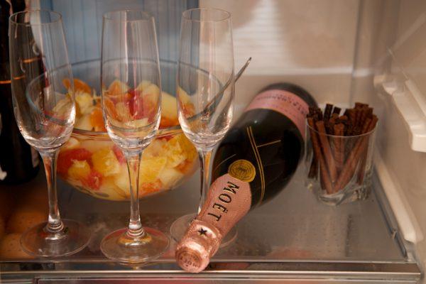 охлаждение шампанского в холодильнике