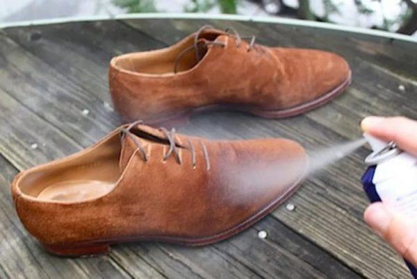 Обработка обуви водоотталкивающим спреем