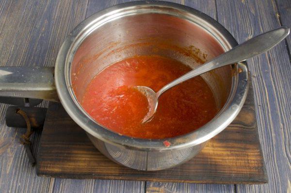 Приготовление заливки для лечо из кабачков