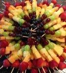 фруктовые канапе горкой