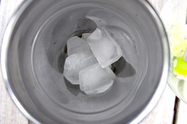 Кубики льда в блендере