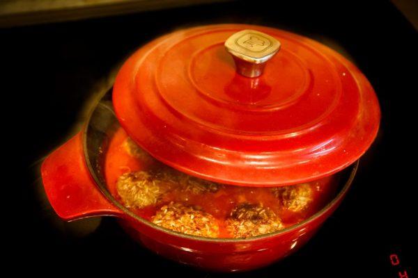 Мясные ёжики с рисом в томатной подливе