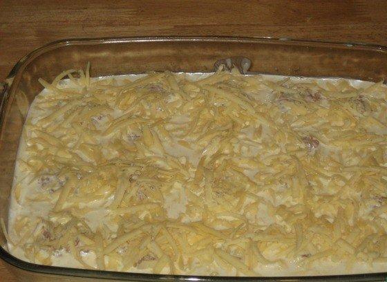 Ёжики из фарша в сметанной заливке, посыпанные тёртым сыром
