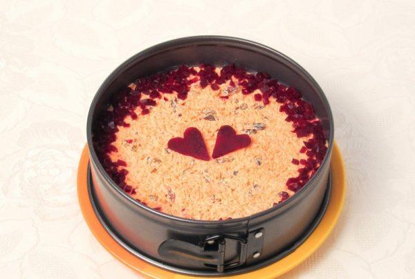 Салат «Любовница» в металлической форме для выпекания