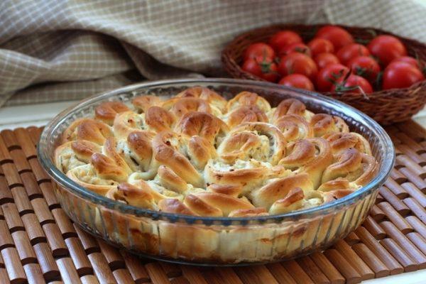 Готовый пирог «Хризантема» в стеклянной форме
