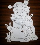Вытынанка «Снеговик и зайцы»