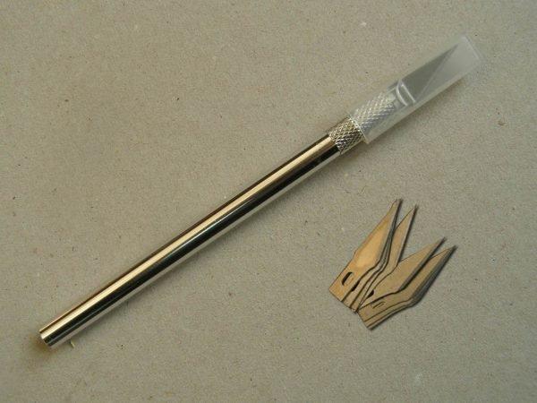 Макетный нож