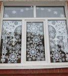 Декор со снежинками