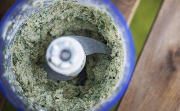 Творожная паста с зеленью в блендере
