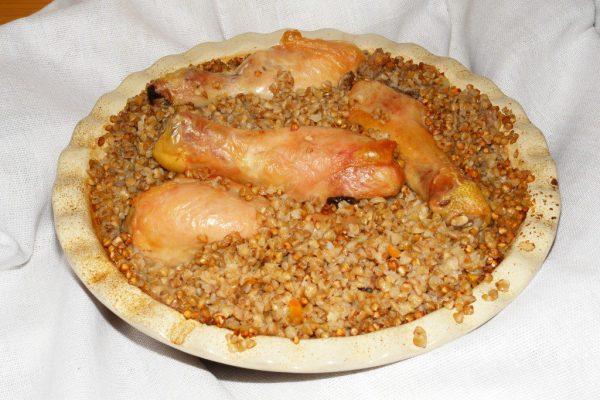 Гречка с курицей, приготовленная в духовке