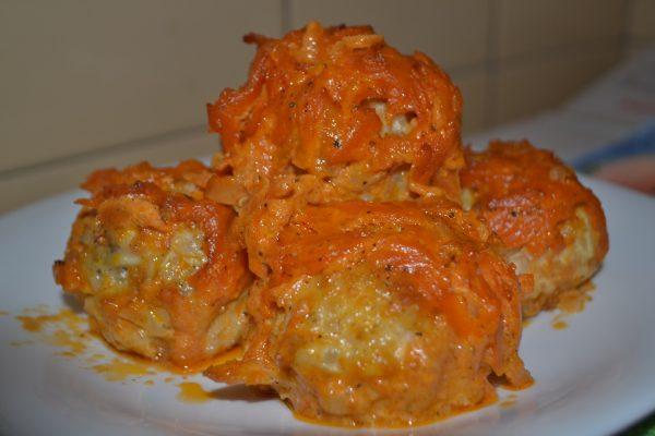 Голубцы в сметанном соусе с овощами