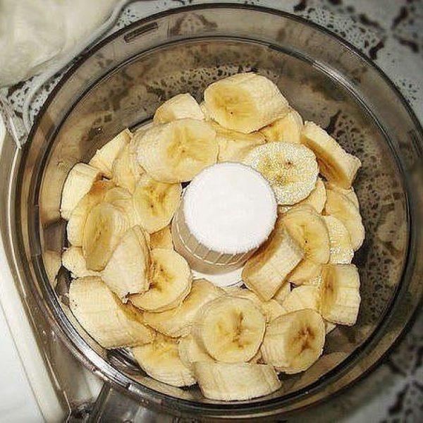 Бананы в чаше блендера