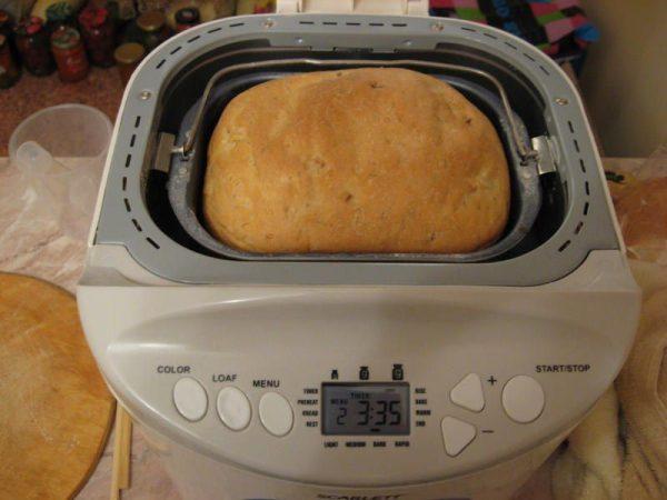 Готовый банановый хлеб в хлебопечке