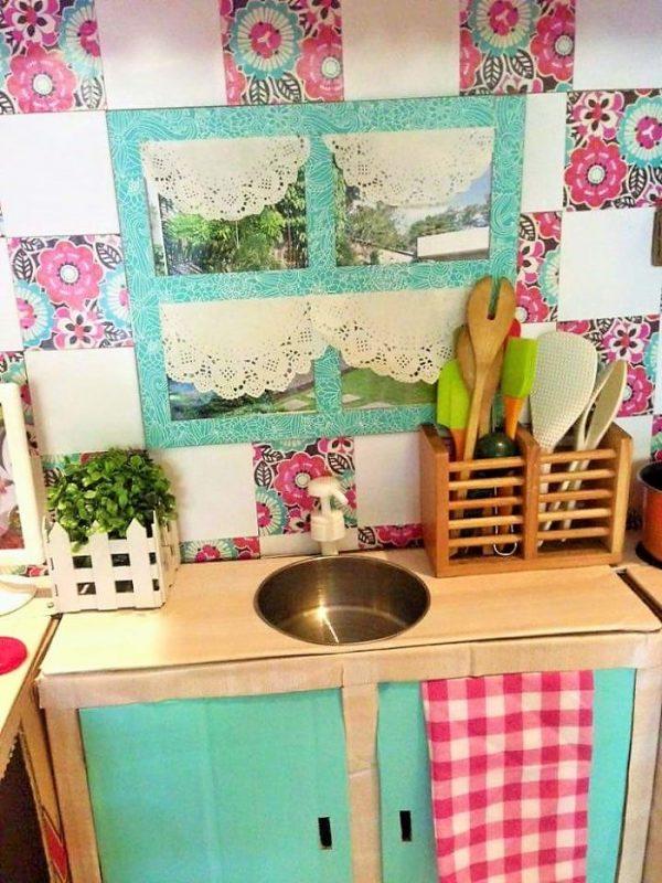 Кухня для ребёнка крупным планом