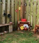 Кухонный уголок в дачном дворе
