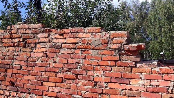 Старая кирпичная стена