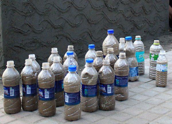 Пластиковые бутылки с песком