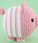Полосатая вязаная свинка