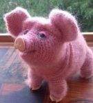 Вязаная свинка как настоящая