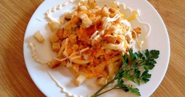 Салат «Обжорка» в порционной тарелке