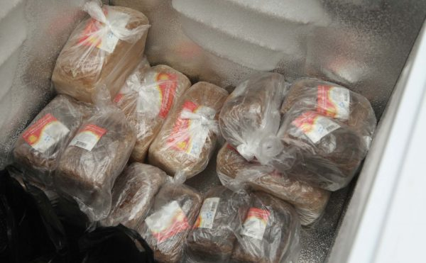 Хлеб в морозильной камере