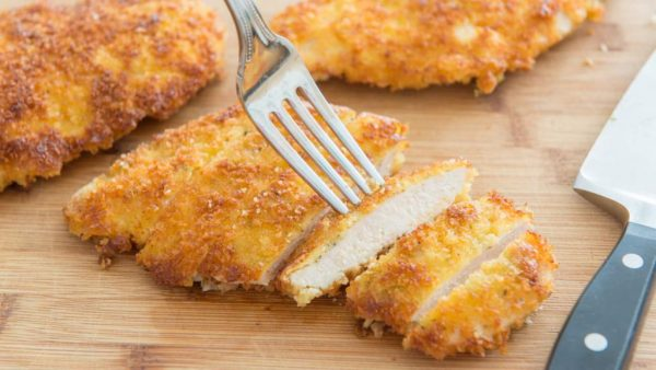 Отбивные из куриного филе в сырной панировке