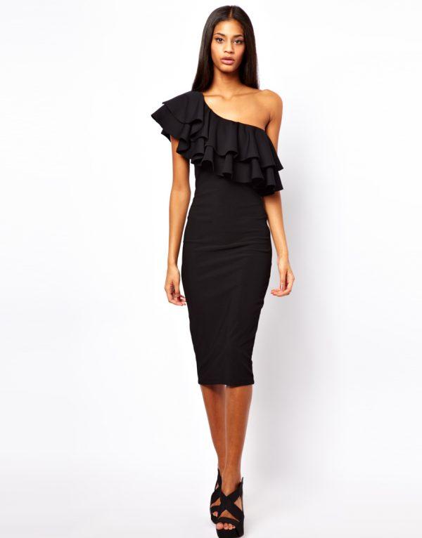 Асимметричное платье с воланами