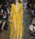 Жёлтое платье с прозрачными элементами