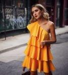 Жёлтое платье многослойное асимметричное