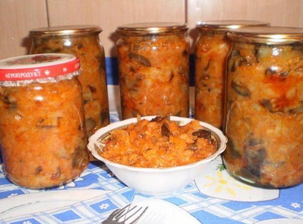 Солянка с грибами и рисом в банках и в тарелочке