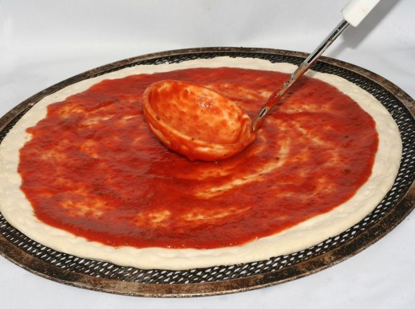 Лепёшка для пиццы с соусом