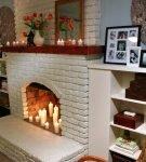 Свечи в фальш-камине