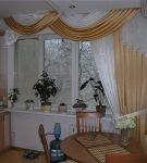 бело-золотой ламбрекен