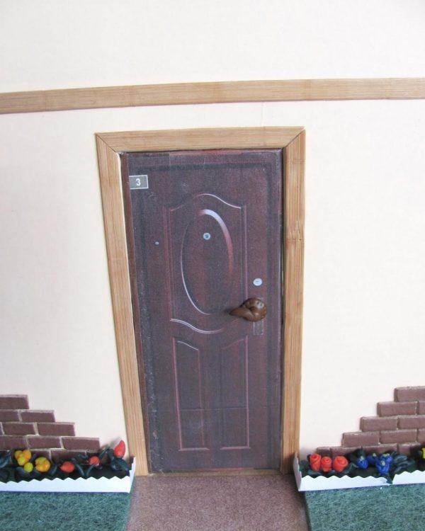 дверь домика