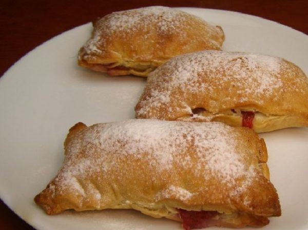 пирожки с малиной из слоёного теста