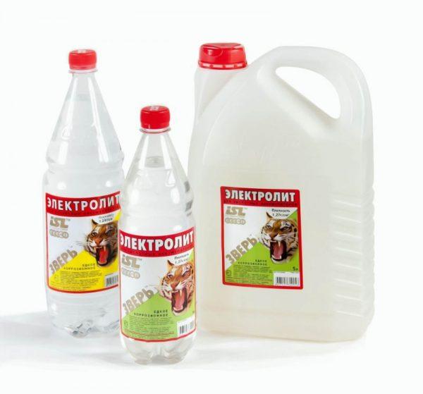 Канистра и 2 бутылки с электролитом