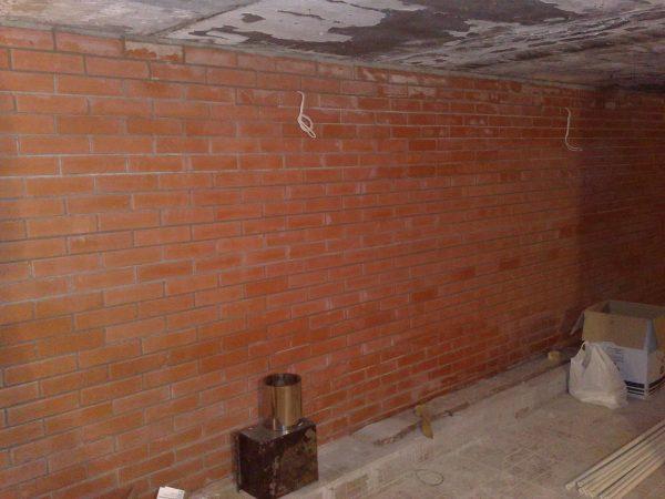 Новая кирпичная кладка стен