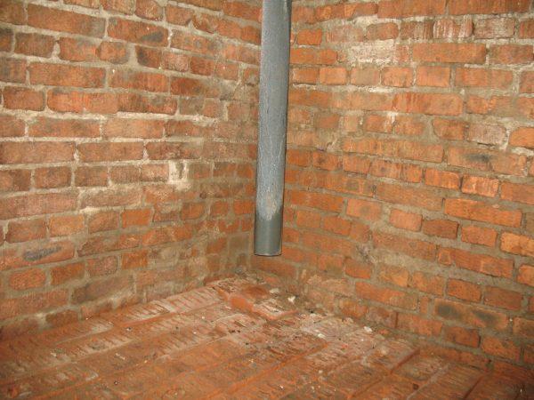 Приточная труба в подвале