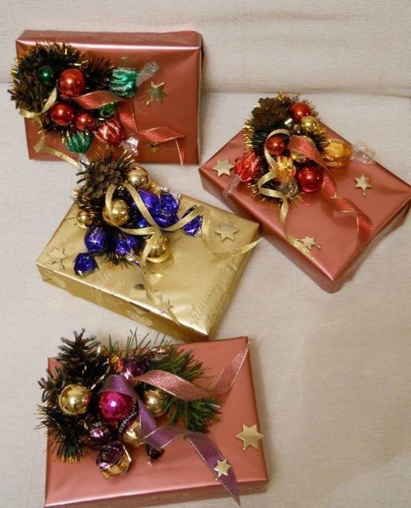 Оформленные коробки с конфетами