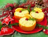 Вкусные и красиво оформленные салаты - неотъемлемая часть новогоднего застолья