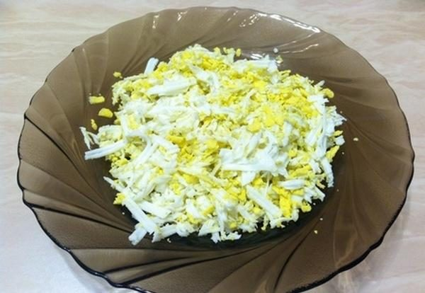 Натёртые на тёрке варёные яйца