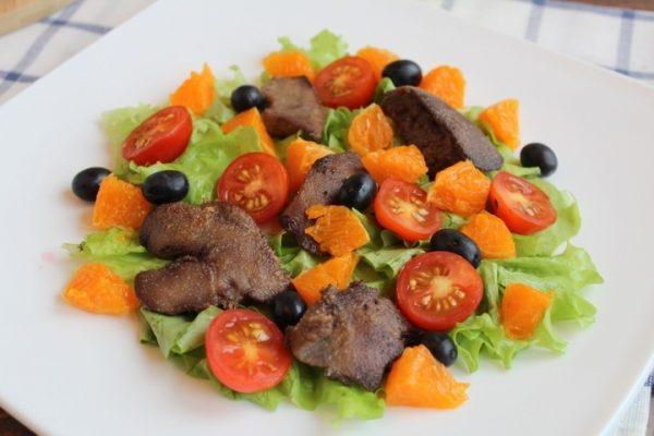Заготовка для салата с куриной печенью и мандаринами