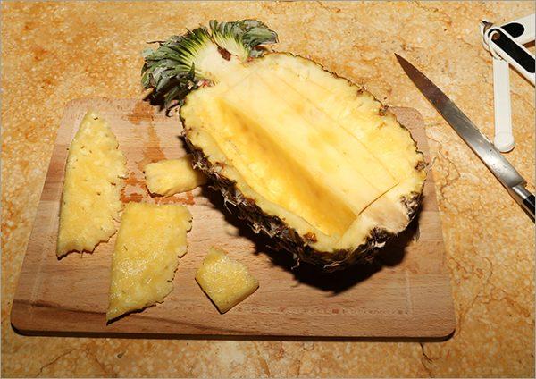 Очистка ананаса от мякоти и стержня