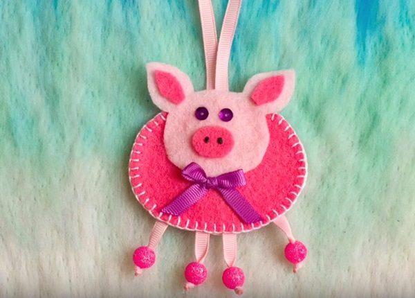 Подвесная игрушка-украшение «Поросёнок» из фетра