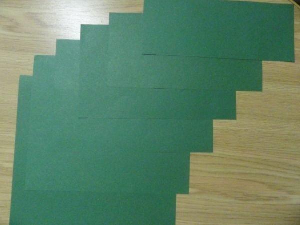 Заготовки для новогодней открытки из зелёной бумаги